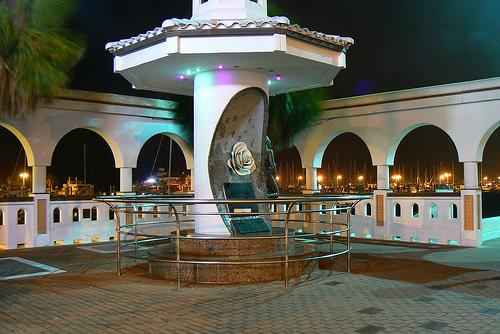 Selena-Memorial-Statue.jpg