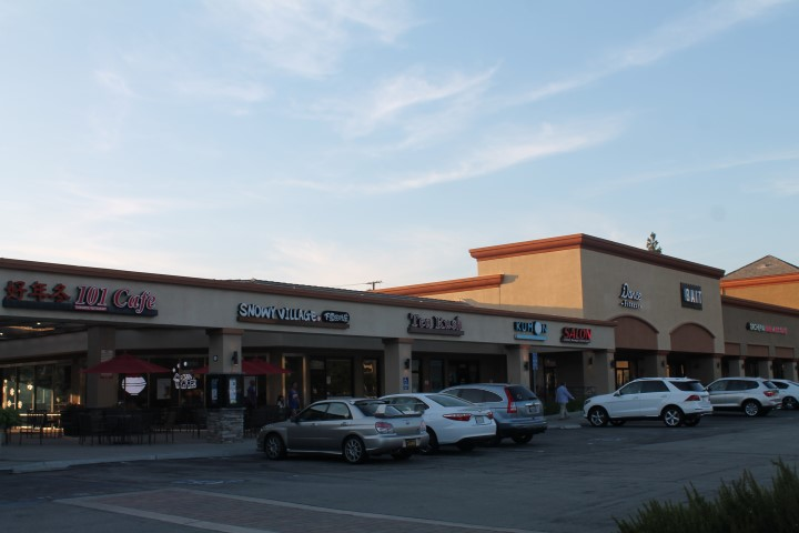 CountryHillsTownCenterShoppingCenter.JPG