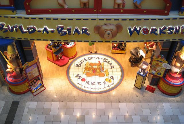ȥ�野橡木嶺購物中心 Oakridge Mall Ǿ�國城鎮旅遊網