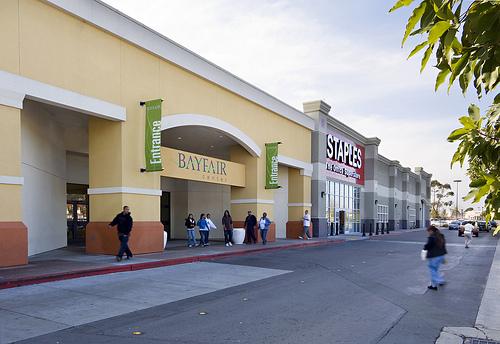 Ǚ�菲爾購物中心 Bayfair Center Ǿ�國城鎮旅遊網