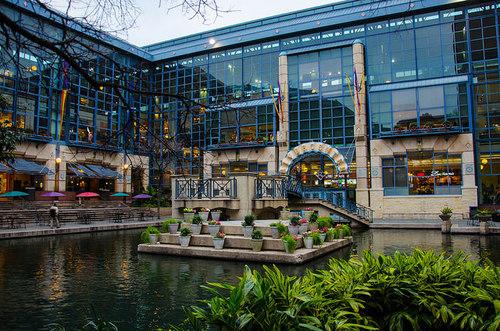 Rivercenter-Mall.jpg